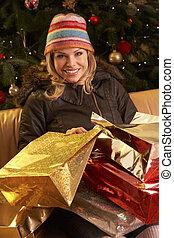 vrouw winkelen, terugkeren, na, kerstmis, uitstapjes