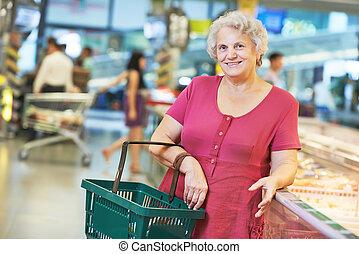 vrouw winkelen, vruchten