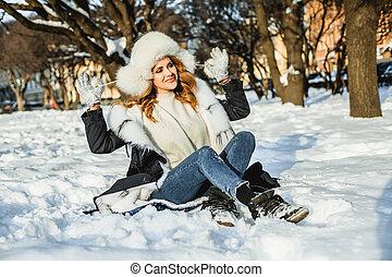 vrouw, winter, roodharige, buiten, plezier, hebben