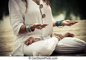 vrouw, yoga, mudra, symbolisch, handen, gebaar