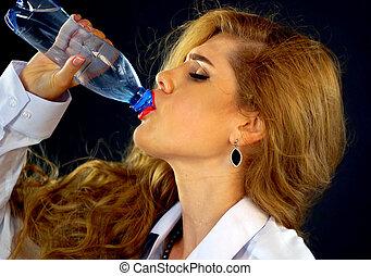 vrouw zaak, dorstig, drinken water, fles, kostuum, drinkt, meisje