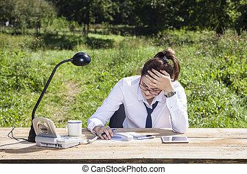 vrouw zaak, kantoor, hoofdpijn