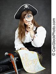 vrouw, zeerover, en, kaart, met, een, vergrootglas, zittende , op, een, zwarte achtergrond