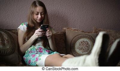 vrouw zitten, op, sofa