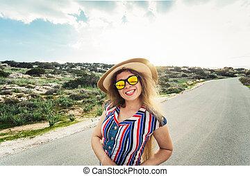 vrouw, zon, vakantie, glasses., het glimlachen, hoedje, vrolijke
