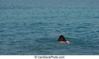 vrouw, zonnig, jonge, langharige, zee, zwemt, dag