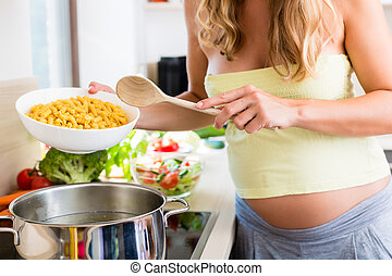 vrouw, zwangere , het koken, huiselijk, pasta, keuken