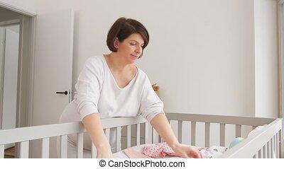vrouw, zwangere , vatting, baby, thuis, kleren, vrolijke