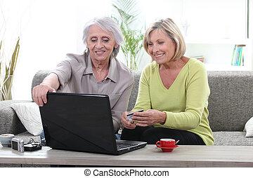 vrouwen het winkelen, twee, online