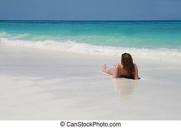 vrouwen, sunbathing, op, strand