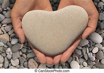 vrouwenhanden, vasthouden, een, hartvormig, steen
