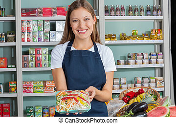 vrouwenholding, groente, pakket, in, supermarkt