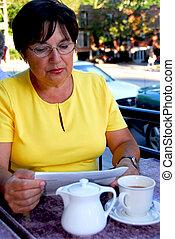 vrouwenlezing, middelbare leeftijd