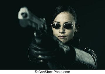 vrouwlijk, crimineel, geweer, wijzende, aantrekkelijk