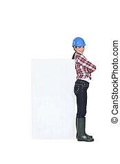 vrouwlijk, de arbeider van de bouw, met, een, plank, links, leeg, voor, jouw, boodschap