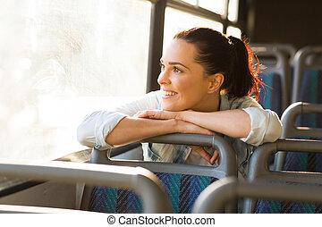 vrouwlijk, forens, dagdromen, op, bus