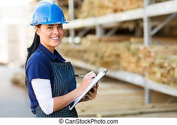 vrouwlijk, hardware winkel, arbeider, in, magazijn