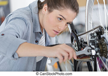 vrouwlijk, herstelling, fiets, werktuigkundige