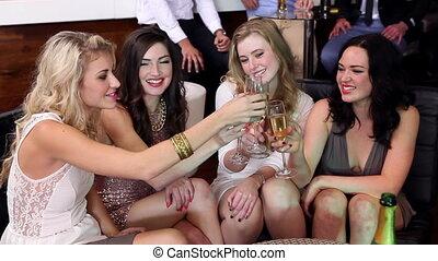 vrouwlijk, het genieten van, champagne, vrienden