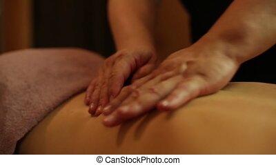 vrouwlijk, masseren, in, de, spa, salon