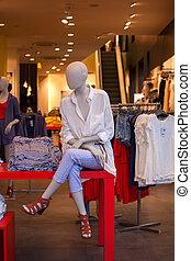 vrouwlijk, overhemden, blootgestelde, in, de, de winkel van kleren