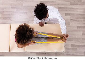 vrouwlijk, patiënt, gebruik, lint, terwijl, doen, oefening