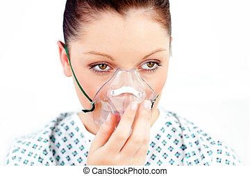 vrouwlijk, patiënt, met, een, zuurstofmasker