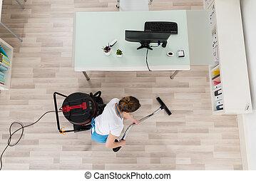 Houten poetsen vloer. laminent dweilen vloer wezen beeld stof