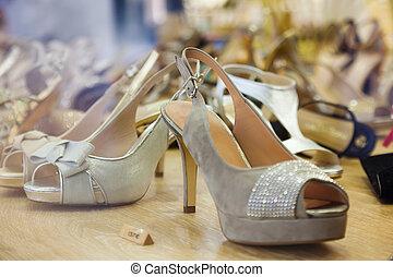 vrouwlijk, schoentjes, op, winkel