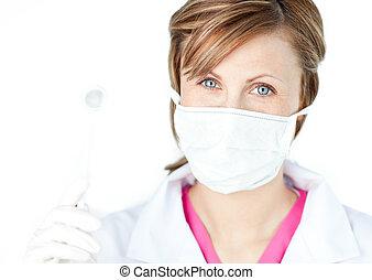 vrouwlijk, tandkundige heelmeester, dragen van een masker