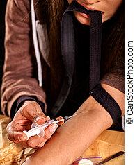 vrouwlijk, verslaafde, met, syringe.
