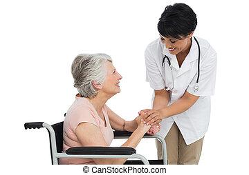vrouwtje arts, sprekend aan, een, senior, patiënt, in,...