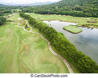 vue aérienne, de, beau, terrain de golf