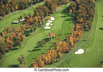 vue aérienne, de, terrain de golf, dans, automne