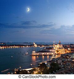 vue aérienne, de, venise, ville, à, soir