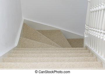 Escalier moquett escalier rampe moquett bois home moderne bas visible am ricain for Moquette moderne