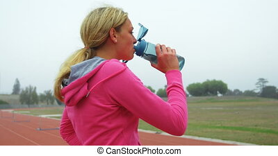 vue côté, femme, champ courses, athlète, eau, caucasien, 4k,...