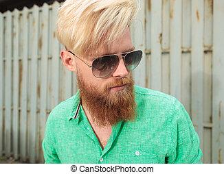 vue, côté, jeune homme, barbe