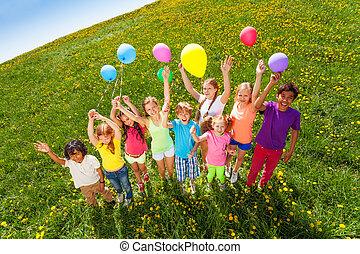 vue, depuis, sommet, de, debout, enfants, à, ballons