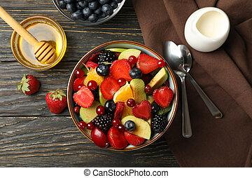 vue dessus, composition, bois, fond, bol, salade fruits, frais