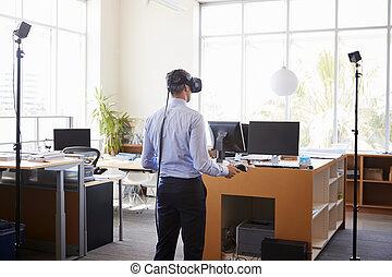 vue, dos, homme affaires, utilisation, technologie, vr, bureau
