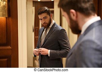 vue, homme, beau, miroir, dos, regarder