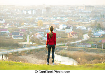 vue., liberté, femme, concept., dehors, apprécier, wellness, délassant, jeune, ville, debout
