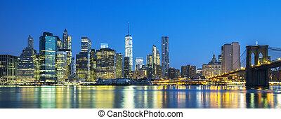 vue panoramique, de, new york, manhattan, midtown, à, crépuscule