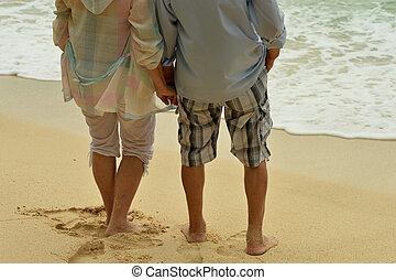 vue, plage, dos, personnes agées, ensemble., couple