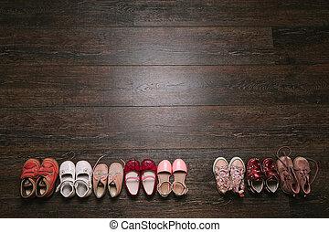 vue., poser, porté, floor., bébé, vieux, kid), chaussures, sommet, (child, plat