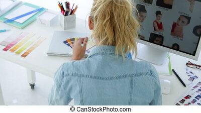 vue postérieure, concentrer, concepteur