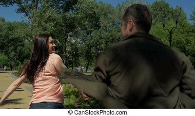 vue postérieure, de, a, positif, couple, courant, ensemble, dans parc