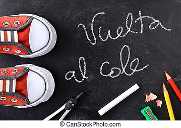 Vuelta al cole written on a blackboard with tools