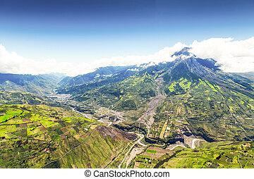 vulkán, tungurahua, kibújik